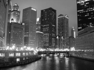 2006-12-02-02-25-16-une-riviere-bordee-de-building-a-chicago1