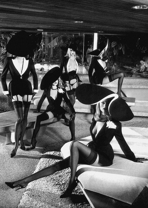 Helmut Newton pour Thierry Mugler _ Playboy, 1999.